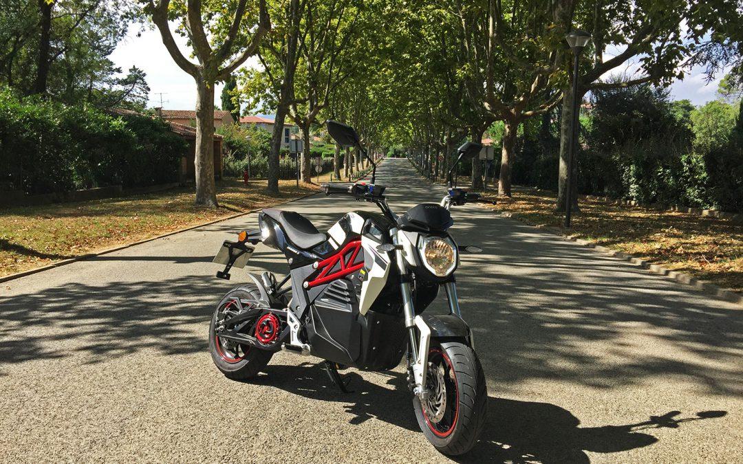 Essai Cineco City Slicker : la moto qui vous électrise et fait de la ville votre terrain de jeu !